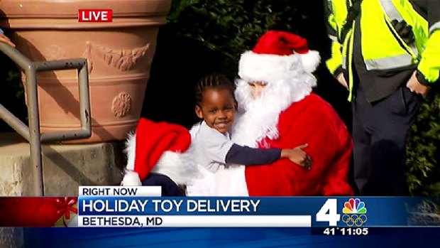 [DC] Firefighters Distribute Gifts for Homeless Kids