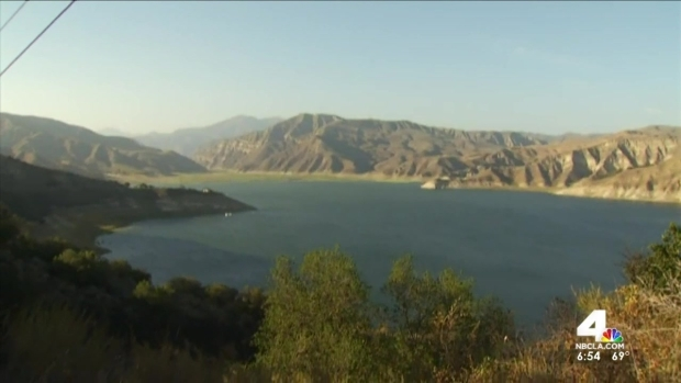 [LA] Boat Capsizes at SoCal Lake, Leaves 15 Injured