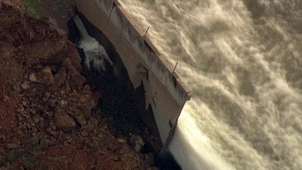 Documents provide play-by-play of dam crisis response