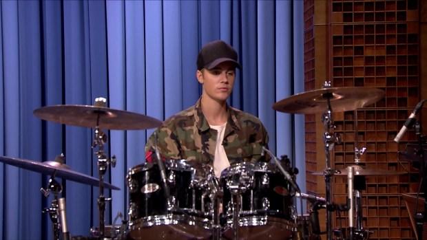 [NATL] 'Tonight Show': Justin Bieber, Questlove Drum-Off
