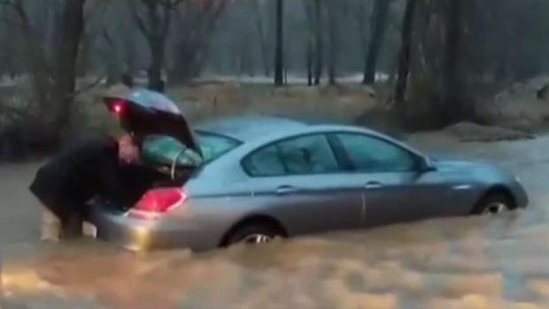 [DC] Drivers Get Stuck in Flood Waters During Downpour