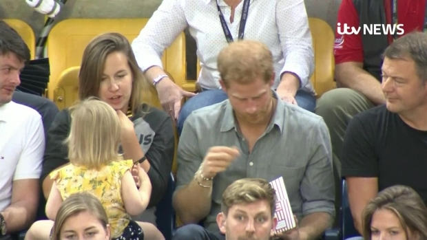 [NATL] Toddler Sneaks Popcorn From Prince Harry