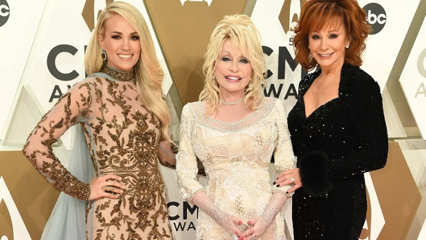 [NATL]Stars Light Up the 2019 CMA Awards Red Carpet
