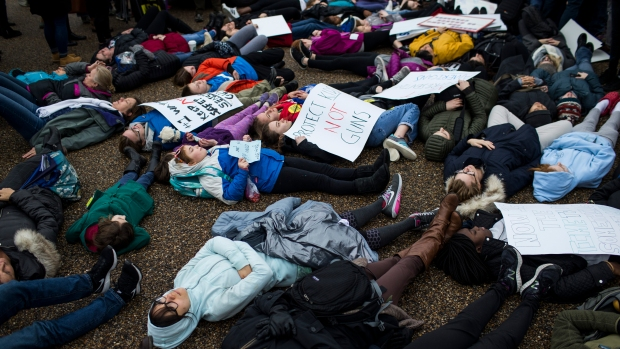 Teens Lie Down Outside White House, Demand Gun Law Changes