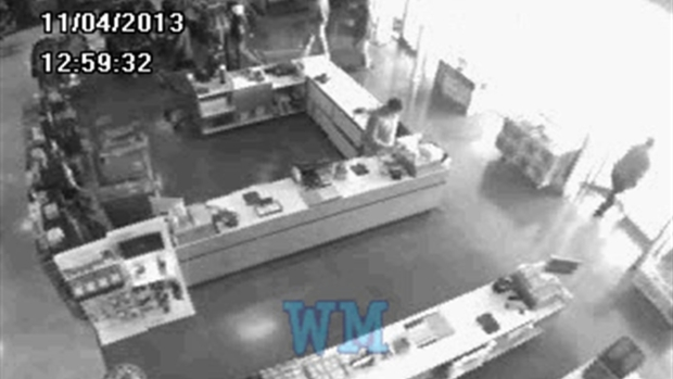 [CHI] RAW: Surveillance Footage of Flsah Mob Robbers in Burbank Store