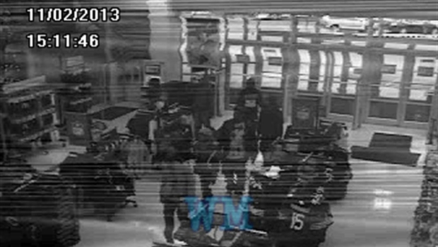 [CHI] Surveillance Cameras Capture Flash Mob Robbers