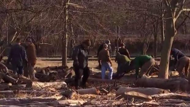[DC] Volunteers Clean Up Debris at Fletchers Cove After Shutdown