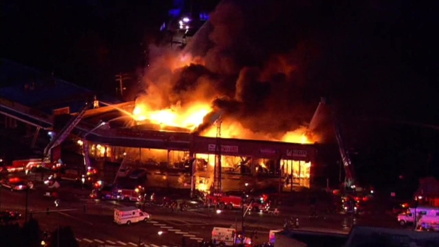[CHI] SKY 5: North Side Strip Mall Fire