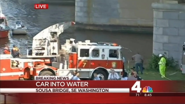 [DC] Rescuers Search for Vehicle in Anacostia River