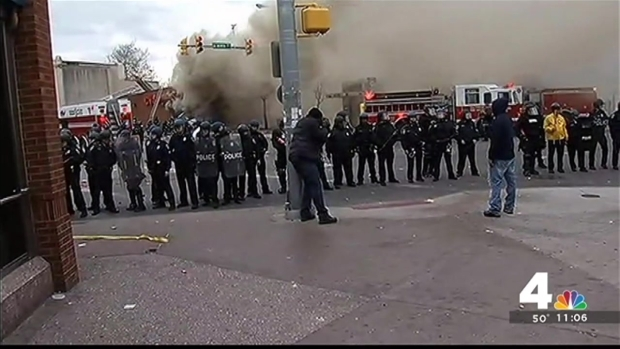 [DC] Baltimore Police Guard Mondawmin Mall, Clash With Crowds