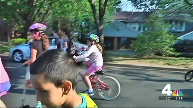 [DC] Robert E. Simon Leads Students on Bike to School Day