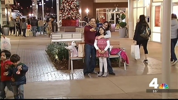[DC] Shoppers Flock to Tanger Outlets for Black Friday