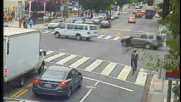 [DC] RAW VIDEO: Bicyclists Running Red Light Cameras