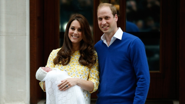 [NATL] PHOTOS: Celebration as Royal Baby Arrives
