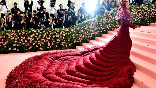 [NATL-NY] Met Gala 2019: Cardi B Stuns in a Gigantic Red Dress