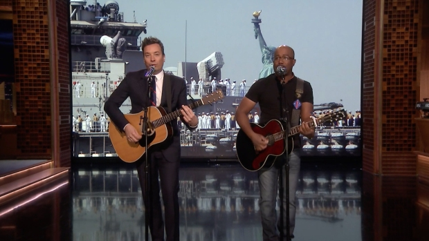 [NATL] 'Tonight': Darius Rucker and Jimmy Fallon Sing 'Only Wanna Thank the Troops'