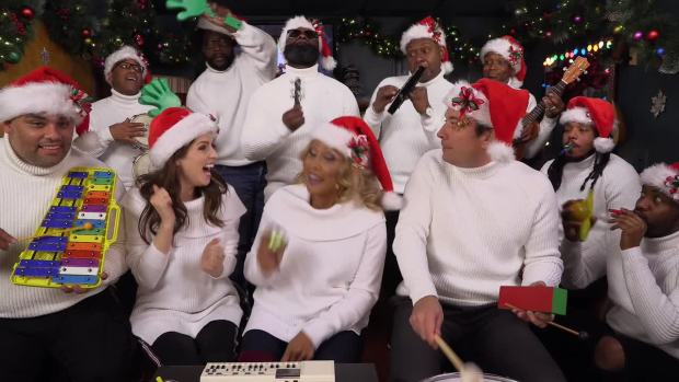 [NATL] 'Tonight': Jimmy Fallon, Anna Kendrick, Darlene Love and The Roots Sing 'Christmas (Baby Please Come Home)'
