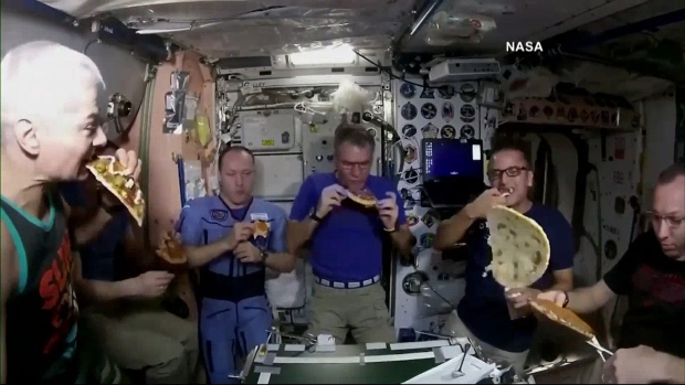[NATL] Astronauts Have Pizza Party in Space
