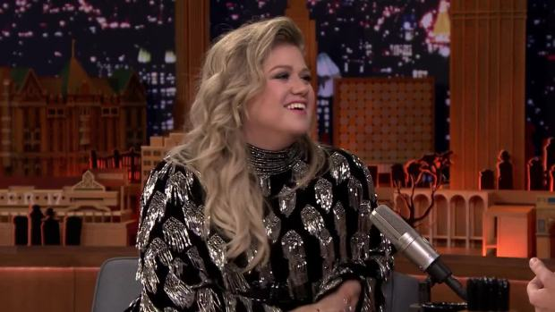 [NATL] 'Tonight': Kelly Clarkson, Jimmy Fallon Reminisce on How They Met