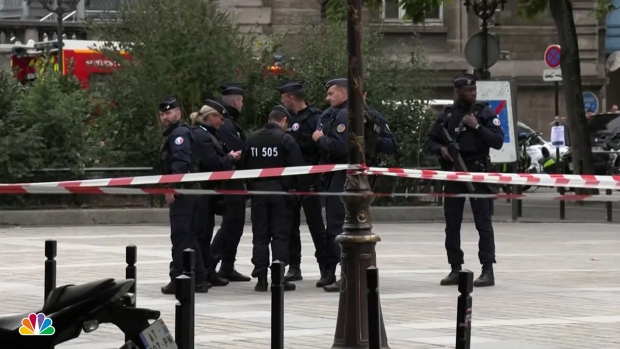 [NATL] 3 Police, 1 Assistant Dead After Knife Attack in Paris