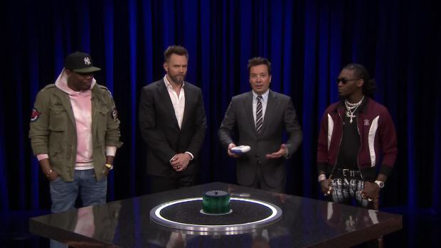 [NATL] 'Tonight': 'Catchphrase' With Joel McHale, Michael Che and Offset