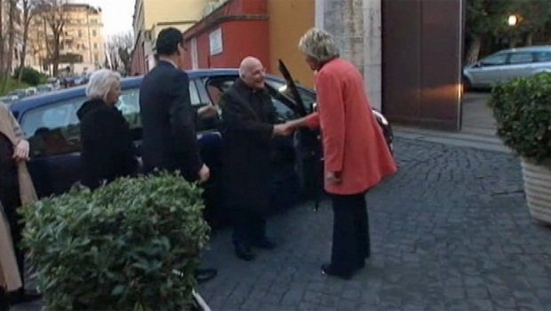 [CHI] Cardinal George Arrives in Rome