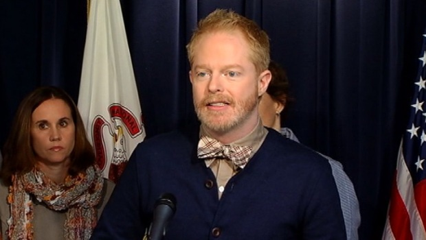 """[CHI] """"Modern Family"""" Star Pushes For Marriage Equality"""