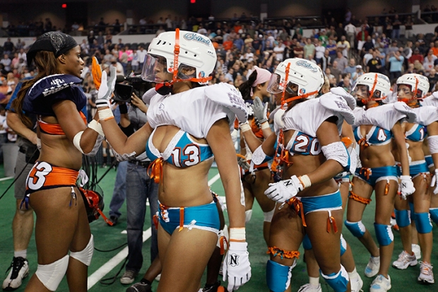 [MI] Real Women Play Football in Underwear
