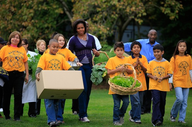 Local Students Help First Lady Harvest Kitchen Garden