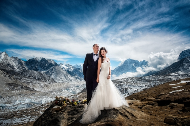 [NATL-BAY RM] California Couple Ties the Knot in Dramatic Mount Everest Wedding