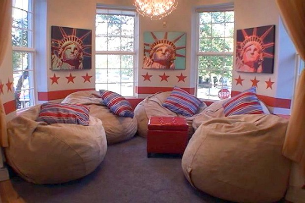 """[DC] Tour the Rooms of """"The Real World: D.C."""""""