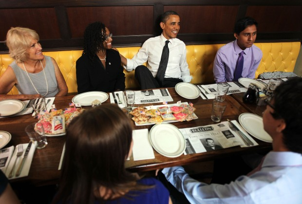 Obama Lunches With Volunteers at Ted's Bulletin