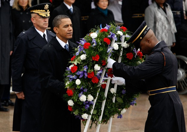 Obama Honors Vets at Tomb of the Unknowns