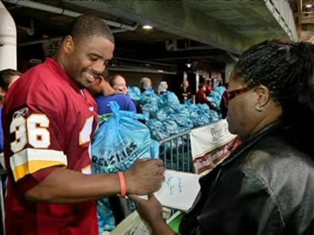 [DC] Redskins Pitch in to Help the Needy