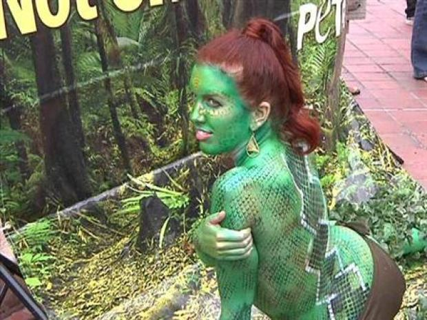 [DGO] Raw Video: PETA Stunt Stops San Diegans in Tracks