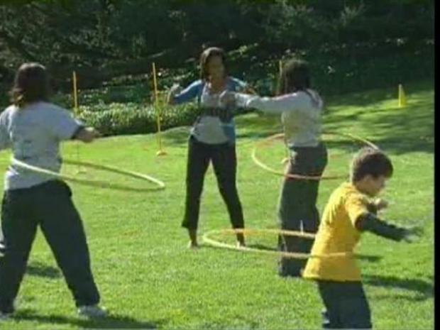 [DC] First Lady Takes Hula Hoop for 142 Spins