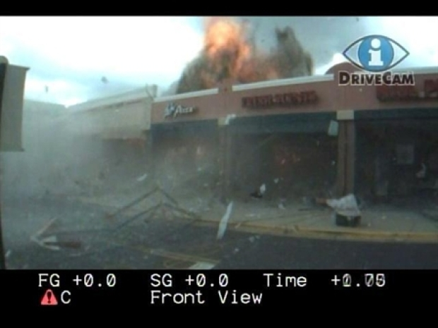 [DC] Fire Department Films Strip Mall Explosion