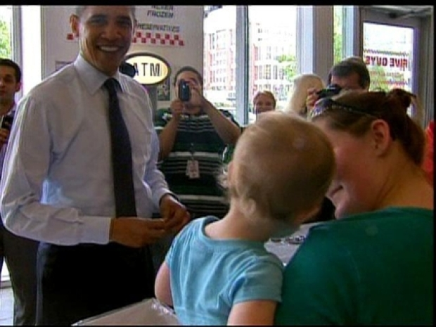 [DC] Obama Mingles With Five Guys Crowd