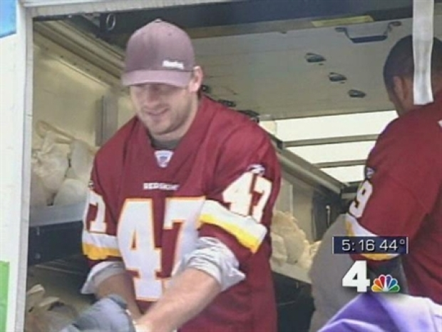 [DC] Redskins Hand Out Turkeys, Sides to Families