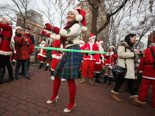[NY] A Storm of Santas Descend Upon New York