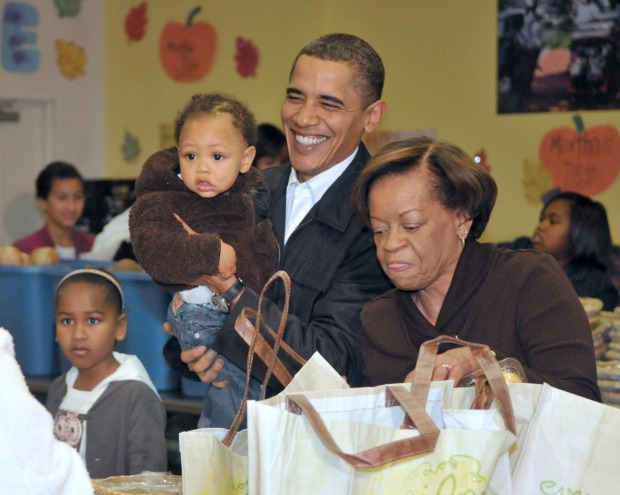 MoshPix: Obamas Hand Out Thanksgiving Meals to Needy Families