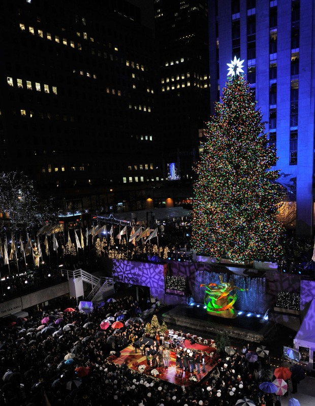 [NY] Watch it Happen: The Lighting of Rock Center Christmas Tree