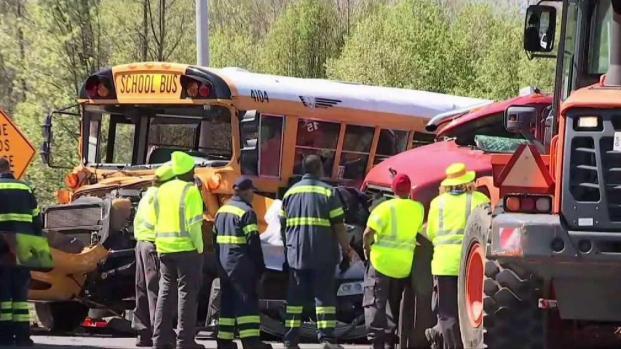 [DC] 1 Woman Killed, 2 Teens Injured in Crash Involving School Bus
