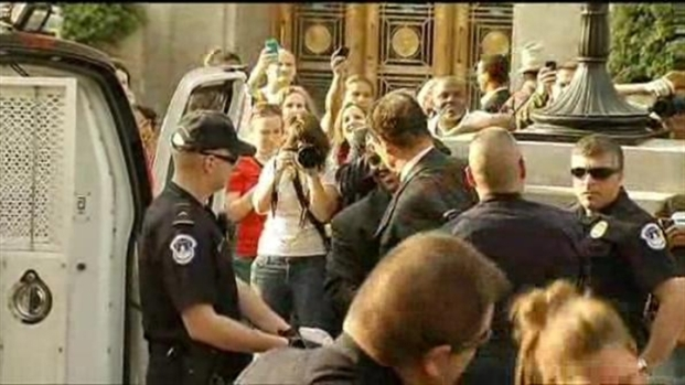[DC] Mayor Gray Arrested at Budget Protest