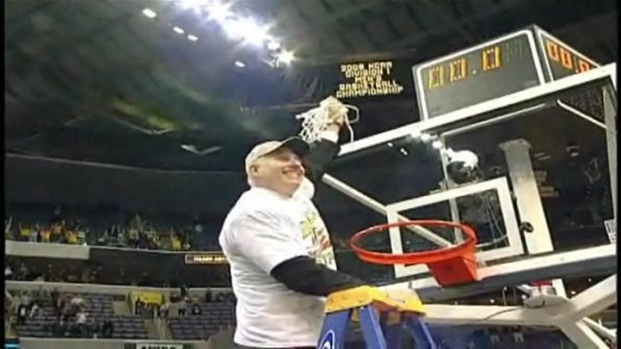 [DC] Coach Larranaga Cuts Down the Net