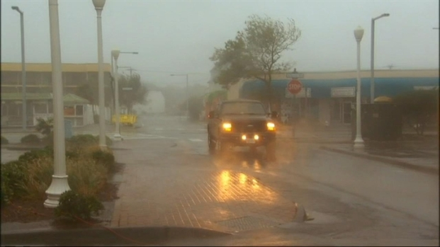 [DC] Raw Video: Hurricane Irene Hits Va. Beach