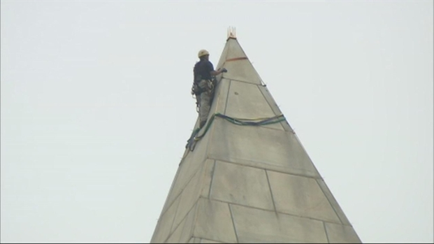 [DC] Raw Video: Engineers Rappel Down Washington Monument