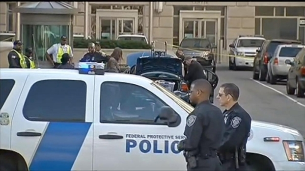 [DC] Raw Video: Suspicious Vehicle Investigated Near Wilson Building