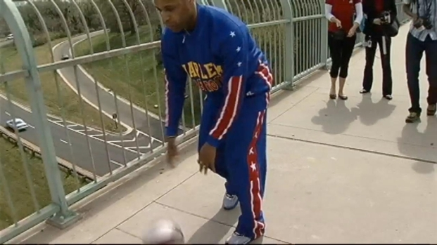 [DC] Globetrotter Dribbles and Spins Across the Key Bridge