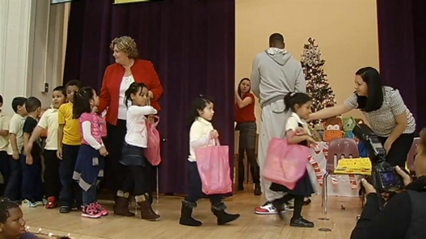 [DC] Vernon Davis Returns Home to Hand Out Gifts to D.C. Children